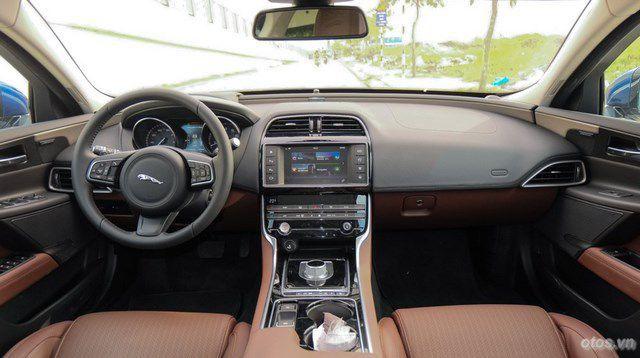 Xe Jaguar XE Portfolio màu độc đầy ấn tượng